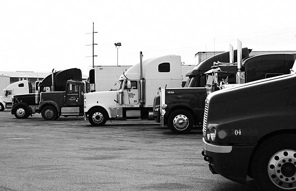 rigs, truckin, rest stop
